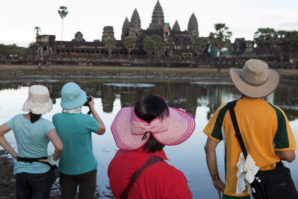 2012, Martin Parr, Time Off [Cambodia, Angkor Wat]
